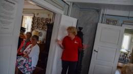 ÅPENT MØTE: Tromøy Røde Kors har møter to ganger hver måned på øya. Her leder Inger Walløe ved feiringen av 95-årsjubileet tidligere i år. Foto: Esben Holm Eskelund