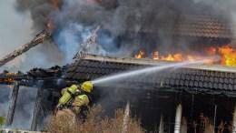 HUSBRANN: Boligen på Botne ble totalt ødelagt av brannen som herjet onsdag formiddag. Foto: Esben Holm Eskelund