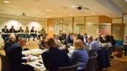 BUDSJETTDIALOG: Administrasjonsutvalget i kommunen fikk presentert de ulike partienes budsjettforslag sist mandag. Det er et utvalg hvor både politikere og tillitsvalgte i kommunen møter. Foto: Esben Holm Eskelund