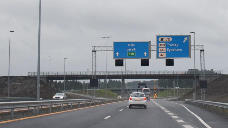 ULYKKE: En bil har kollidert med autovernet på E18 ved avkjøringen til Tromøy fredag. Arkivfoto