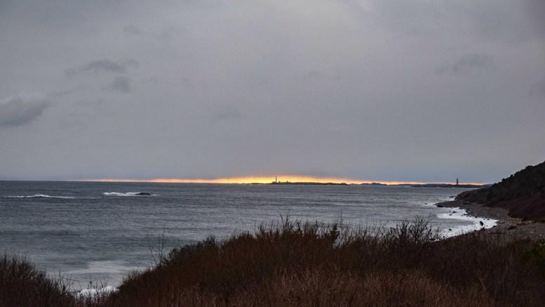VINDFULLT VÆR: Natt til onsdag kan bli riktig så vind- og bølgefull for Tromøy. Foto: Esben Holm Eskelund