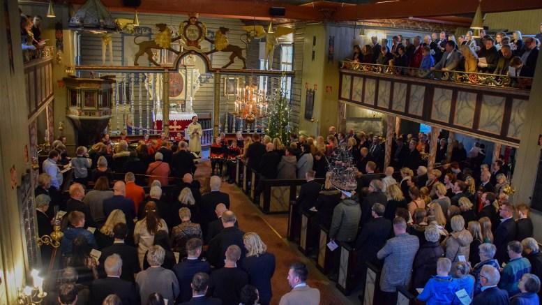 JUL PÅ TROMØY: Julaften senket julefreden seg over øya, med tre gudstjenester i Tromøy og Færvik kirke. Foto: Esben Holm Eskelund