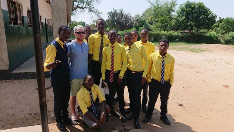 ZAMBIA-AVBRUDD: Christoffer Jacobsen og resten av utsendingene for Idrettens Fredskorps ble hentet hjem fra Zambia da koronautbruddet rammet verden. Foto: Privat