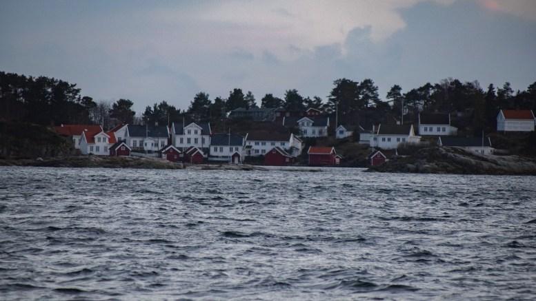 SOMMERVANN: Hytte- og huseiere på Merdø kan glede seg over sommervann. På Øyna må de fortsatt vente. Arkivfoto