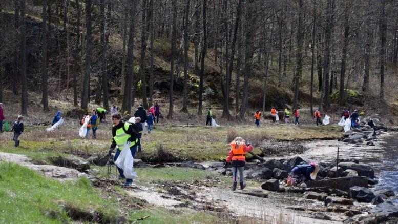 STRANDRYDDING: Arendal kommune får statlige kroner til strandrydding for skoleelever. Arkivfoto