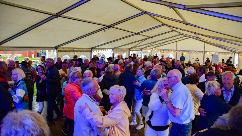 SKJÆRGÅRDSTREFFEN: Dans og musikk står på programmet for den folkelige festivalen, som nå utsettes til neste år. Arkivfoto