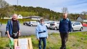 KORONATUR: Jan Gundersen, Bjørg Stiansen og Bjarne Olsen merket opp sist ukes «koronaløype» i regi av Tromøy helselag. Foto: Esben Holm Eskelund