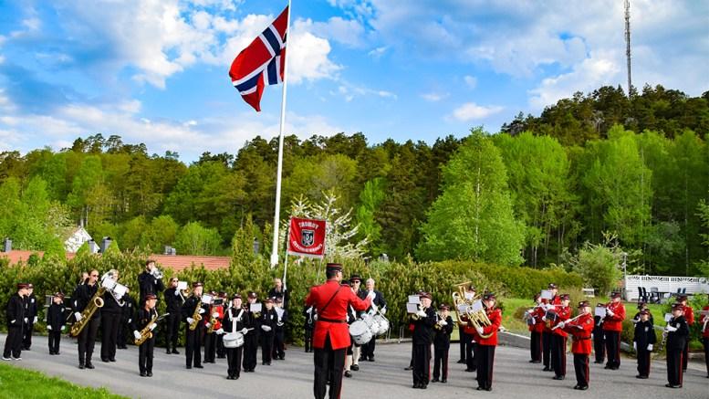 17.MAI TIL ALLE: Tromøy skolemusikkorps skal marsjere og spille i boligfelt og plasser over hele Tromøy. Arkivfoto