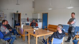 TROMØY FRITIDSKLUBB: Klubbstyrets leder Einar Fredriksen oppfordrer folk til å melde seg til innsats for å bygge opp fritidsklubben på Tromøy igjen. Foto: Esben Holm Eskelund