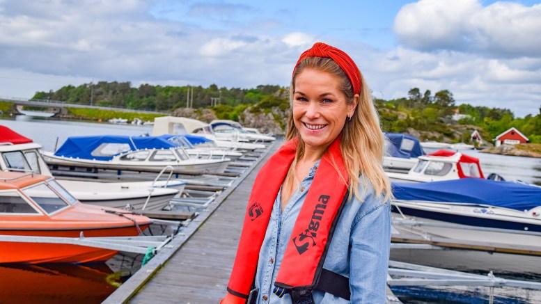 BÅTFØRERLAPPEN: Prosjektleder Vibeke Dehli i Tromøy Fritidsforum ønsker flere ungdommer på kurs for båtførerprøven. Nå nærmer påmeldingsfristen seg med raske skritt. Foto: Esben Holm Eskelund