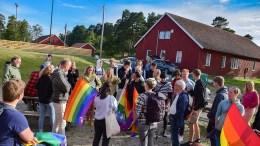 TRYKKET STEMNING: Det var tilløp til en amper tone mellom deltakere på Visjon Norge-leiren og LHBT-ere som markerte avstand til konverteringsterapi. Foto: Esben Holm Eskelund
