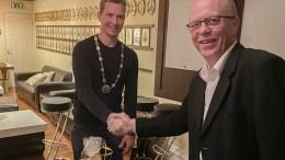 NYSLÅTT LEDER: Tellef T. Christensen tar over ledervervet i Arendal håndverk- og industribedrifters forening etter Knut Guttormsgaard (t.h.) Foto: AHIF