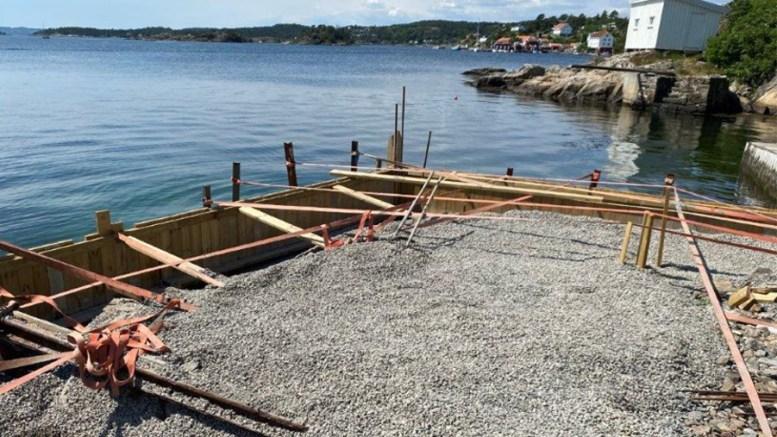 KAN FORTSETTE: Arendal kommune har konkludert med at byggingen kan fortsette, etter at det ble påplagt stans i arbeidet i sommer. Foto: Arendal kommune