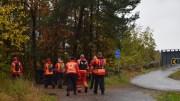 SØK ETTER SAVNET: Søndag formiddag var mannskaper fra Røde Kors og Redningsskøyta i gang med letingen etter en savnet mann i og ved Tromøybroa. Foto: Esben Holm Eskelund