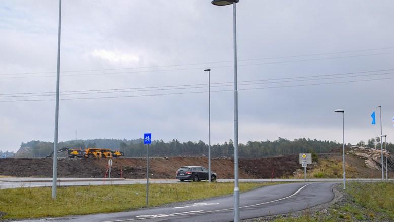 ENERGIFLAGG: Eyde energipark flagges tydelig fra Arendal kommune. Foto: Esben Holm Eskelund