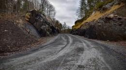 VEISKILTING: Skilting til Alveberget hyttefelt etterlyses i Tromøy kirkevei. Foto: Esben Holm Eskelund