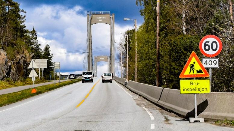 NYTT DEKKE: Veidekket i brobakken og over Tromøybroa skal få ny asfalt i år. Arkivfoto