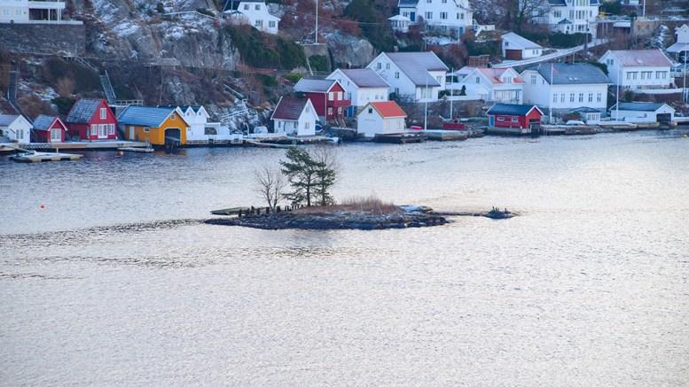 BRYGGETRØBBEL: Flytebrygga ved Fladeskjær i Galtesund skal fjernes innen utgangen av juni. Foto: Esben Holm Eskelund