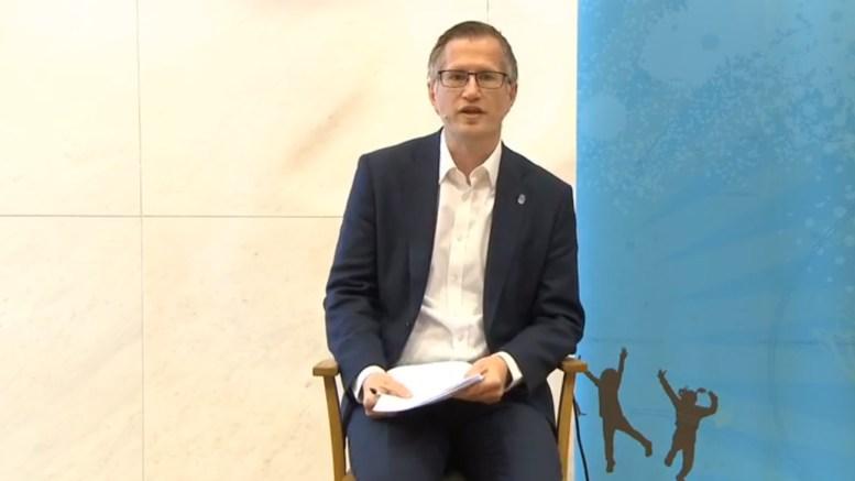 LYSPLAN: Høyres Haagen Poppe etterlyser! lyspolitikk i Arendal. Ordfører Robert C. Nordli (bildet) varsler lysplan for sentrumsområdet. Arkivfoto