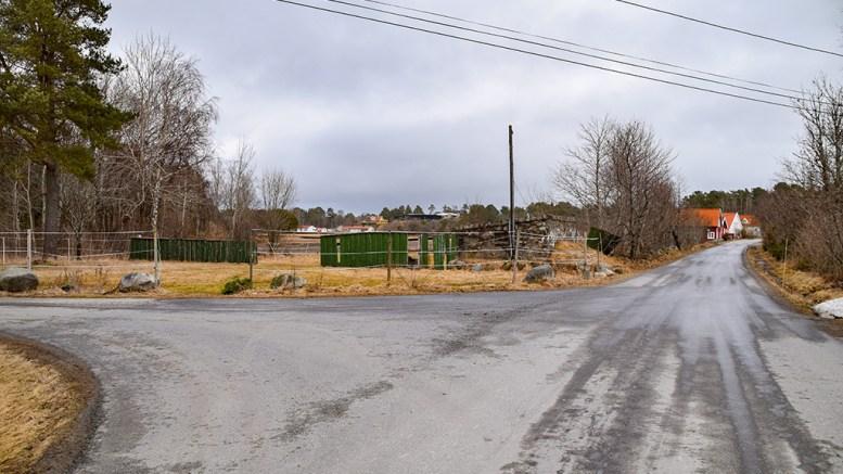FRARÅDES: Rådmannen mener det ikke må tillates bygninger på jordet på Gjervold langs Spornesveien av hensyn til jordbruket og områdets karakter. Foto: Esben Holm Eskelund
