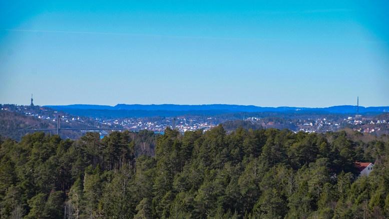TOPPTURER: Husefjell er en av flere høye topper på Tromøy, som er flotte som turmål. Dette stedet egner seg kanskje best i ettermiddagssola. Foto: Esben Holm Eskelund