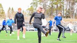 SPREKEST I KLASSEN: Turid Sørsdal (80) satte punktum for en lang lærergjerning med en ekstra vikartime i valgfag fysisk fostring i 10.-trinn på Roligheden skole. Foto: Esben Holm Eskelund