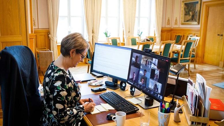 IMPONERT STORTINGSPRESIDENT: Stortingspresident Tone Wilhelmsen Trøen i digitalt møte med ungdommens bystyre (UB) i Arendal. Foto: Øyvind Torvund/Stortinget