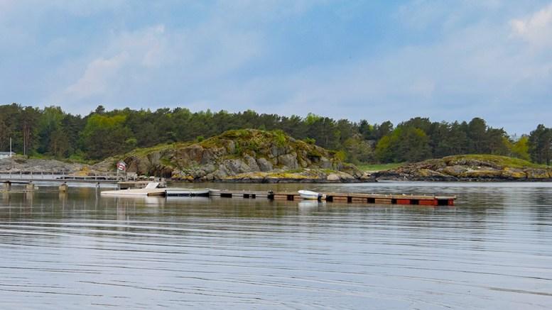 PÅKLAGER TILLATELSEN: Naturvernforbundet i Arendal mener flytebryggeanlegget på Hoveodden er gitt midlertidig tillatelse på feilaktig grunnlag. Arkivfoto