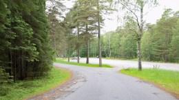 FRITT FREM: For den store grusplassen på Hoveodden, eksisterer det verken kommunal eller privat parkeringsregulering. Foto: Esben Holm Eskelund