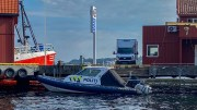 POLITIBÅTEN: Politibåten til kai i Barbu i Arendal. Foto: Esben Holm Eskelund