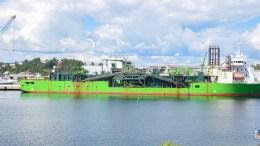 STEINLASTING: Arendal havn KF har gitt dispensasjon fra interne restriksjoner for at skipet Flintstone skal kunne laste helt frem til natt til søndag. Arkivfoto