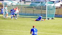 TRAUMA - VÅG: Amid Arezou (4) tøtsja ballen med skotuppen, men ballen gikk akkurat litt for fort til at han fikk sikret målet for Trauma. Foto: Esben Holm Eskelund