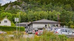 PARKERINGSAVGIFT: Færvik bo- og omsorgssenter er et av 53 kommunale bygg hvor ansatte kan bli pålagt å betale for å parkere når de er på jobb, om rådmannens kombinerte klima- og inntektsøkningsplan får gjennomslag. Arkivfoto