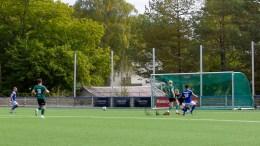ØYOPPGJØR: Trauma-spiller Mads Andås (t.v.) setter ballen i mål etter å ha fått pasningen servert av Dardan Dreshaj (92). Foto: Esben Holm Eskelund