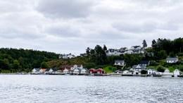 SVENSK SKJÆRGÅRD: Noen sammenligner sjøbodene på Kongshavn med svensk skjærgårdsidyll. Nå mener rådmannen at det er nok boder langs Tromøysund akkurat her. Foto: Esben Holm Eskelund
