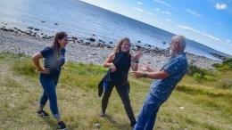 HAVFESTIVAL: Kaya Asdal (t.v.) og Pia Ve Dahlen er primus motor for festivalen med lidenskap for havet. Her i samtale med kunnskapsformidler Øivind Berg på Hoveodden i fjor. Arkivfoto