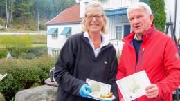 HISTORISK TURSTI: Ellen Dale i Tromøy frivilligsentral og Jan Ommundsen i Tromøy historielag håper den skiltede, historiske traséen vil gi både kunnskap og folkehelse. Foto: Esben Holm Eskelund