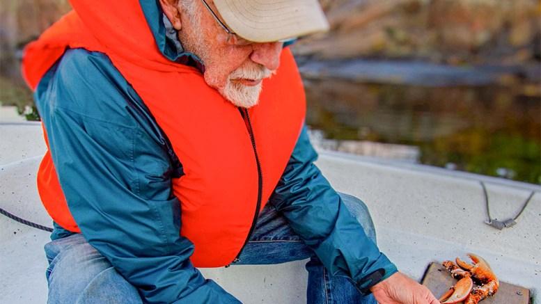 HUMMERFISKET: Tom Christiansen e en av de mange ivrige hummerfiskerne på Tromøy, som var klar da sesongen startet. Foto: Andreas Werner Larsen
