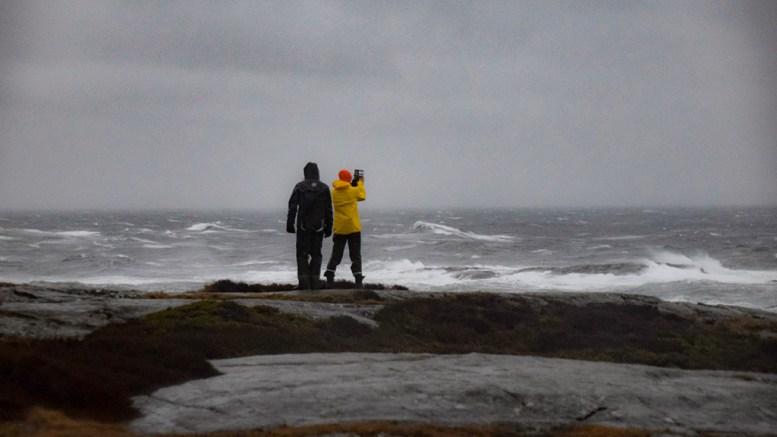 VARSLER VÅTT OG VINDFULLT: Meteorologisk institutt melder om en våt og vindfull start på høstferien. Arkivfoto