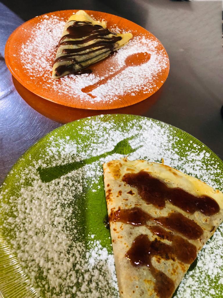 Heladeria Gelatia en La Pineda crepes de nutella y chocolate