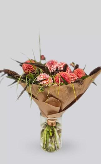 Margieji-jurginai- gėlių puokštė
