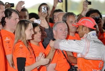 Rainha da Inglaterra parabeniza Lewis Hamilton