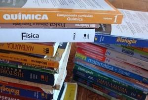 Governo de SP rejeita 5 livros didáticos por inadequação