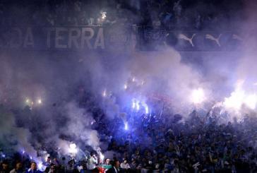 Torcida gremista faz gestos e sons racistas contra jogadores do Cruzeiro