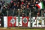 Racismo volta aos Estádios e Federação se omite. Vergonha, no país campeão do mundo