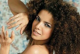 NATURA: Empresa de cosméticos banca discos de MPB