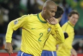 Fifa escala Maicon no 'Time dos Sonhos' da Copa da África do Sul