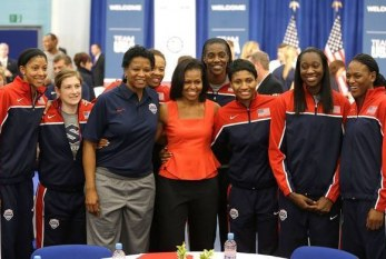 Em Londres, Michelle Obama visita delegação dos Estados Unidos
