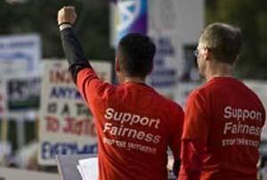 Califórnia proíbe terapia de 'conversão' para jovens gays