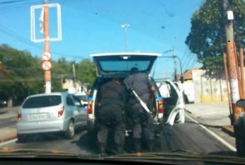 Por que a polícia simplesmente não obedece à lei?